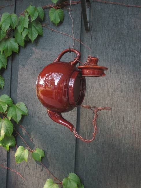 handmade bird feeders to reuse and recycle for garden decorations