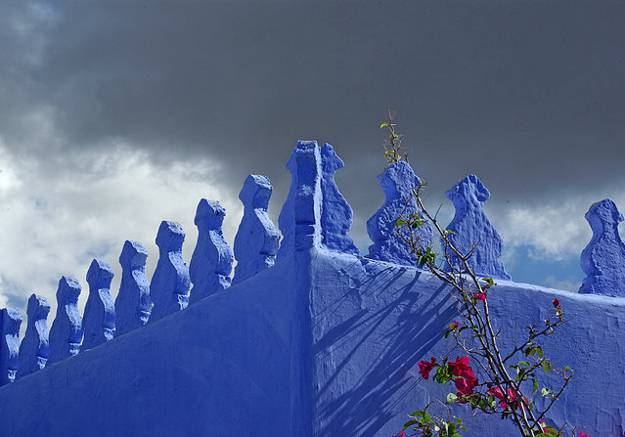 Moroccan architecture and blue painting ideas