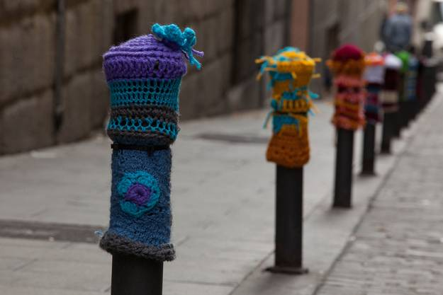knitting and crochet craft ideas, the art of decor in yarn bombing style