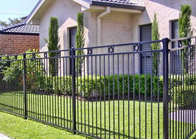 Design ideas for your fence front yard and backyard designs - Fence designs for front yards ...