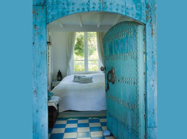Modern Interior Design And Bedroom Decorating In Moroccan Style Blue Paint Floor Tiles