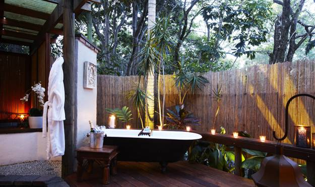 free standing bathtubs and candles outdoor bathroom design and decorating - Outdoor Bathroom