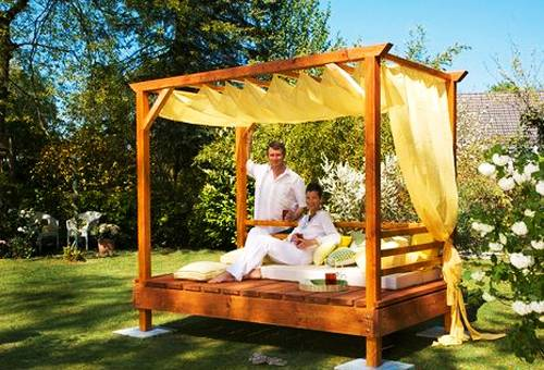 25 Diy Outdoor Bed Ideas Summer Decorating With Spa Beds