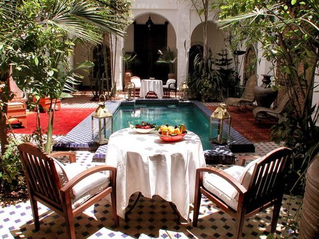 25 Modern Backyard Ideas to Create Beautiful Outdoor Rooms ... on Moroccan Backyard Design id=84809