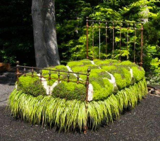 12 Amazing Ideas For Flower Beds Around Trees: Recycling Metal Bed Frames For Flower Beds, 20 Creative
