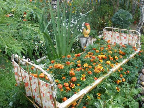 Recycling Metal Bed Frames For Flower Beds 20 Creative