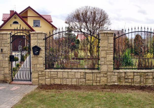 Design ideas for your fence front yard and backyard designs for Front garden fence designs