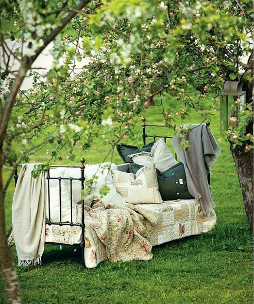 outdoor rooms, summer beds and outdoor bedroom decorating