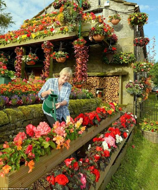 Yard And House Exterior Decorating With Flowers Eco Friendly Colorful Summer Ideas