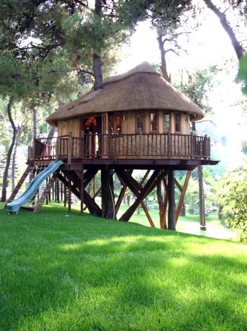 25 Tree House Designs for Kids, Backyard Ideas to Keep ... on Backyard House Ideas id=23099