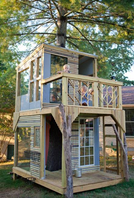 Two floor treehouse design with large windows and open decks - 25 Tree House Designs For Kids, Backyard Ideas To Keep Children