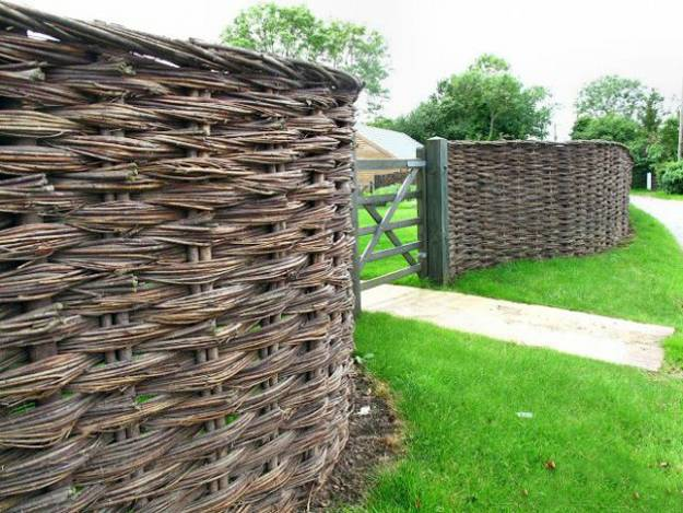 20 Wood Fence Designs Blending Traditions and Modern Ideas on Backyard Wooden Fence Decorating Ideas id=17217