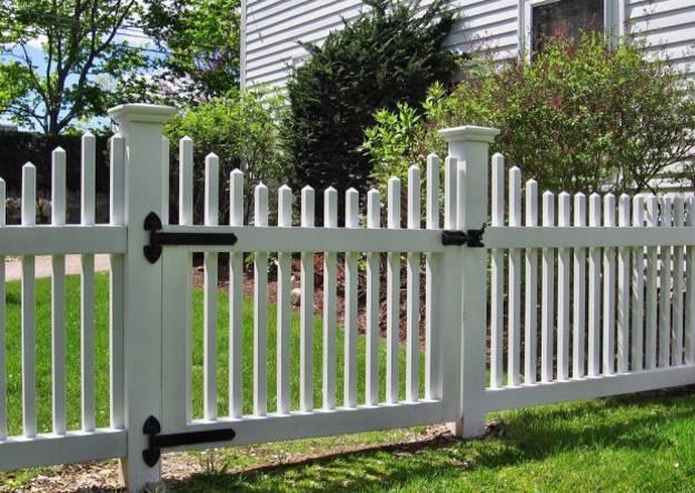 https://www.lushome.com/wp-content/uploads/2014/07/wood-fence-garden-design-landscaping-ideas-8.jpg