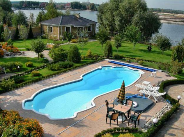 6 latest trends in decorating and upgrading backyard for Pool design mistakes