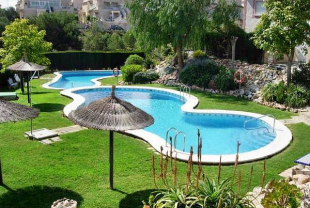 6 latest trends in decorating and upgrading backyard for Backyard inground pool ideas