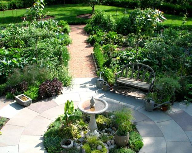 backyard ideas for small spaces