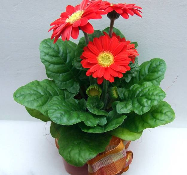 floral table centerpieces and interior decorating with flowers gerberas