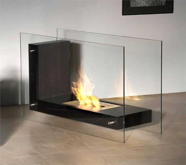 25 Spectacular Glass Fireplaces Offering Unobstracted