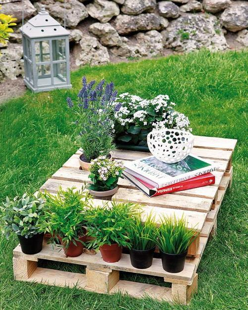 rustic wood yard decorations and outdoor furniture recycling wood pallets