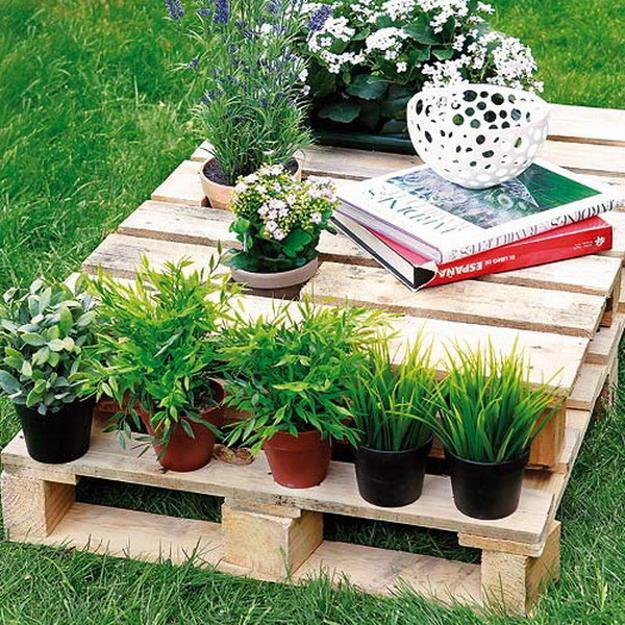 15 Tiny Outdoor Garden Ideas For The Urban Dweller: Recycling Wood Pallets For Outdoor Furniture And Yard