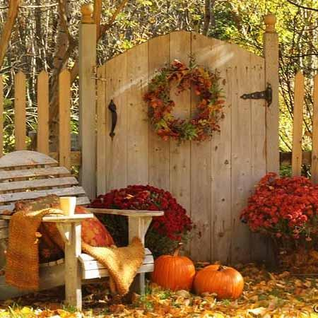 22 Beautiful Yard Decorations Created With Colorful Fall