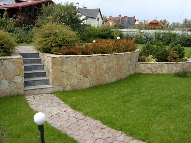 Sloping hill landscaping ideas - 25 Beautiful Hill Landscaping Ideas And Terracing Inspirations