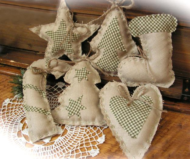 handmade christmas crafts to impress your guests with green holiday decorations - Burlap Christmas Decorations