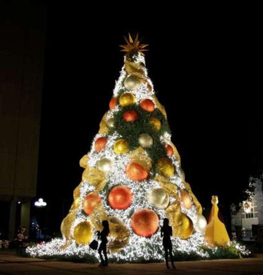 Sophisticated Christmas Tree: 25 Modern Christmas Trees Bringing Art Into Winter Holiday