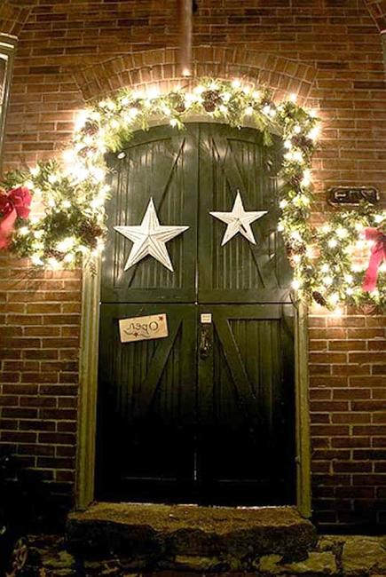 20 inspiring outdoor lights and door decorations for winter - Christmas Gate Decoration Ideas