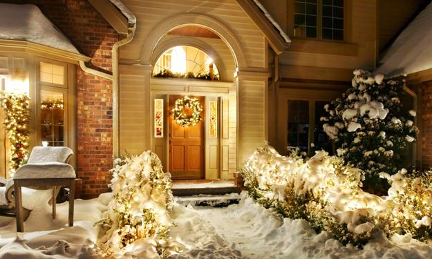 20 Inspiring Outdoor Lights And Door Decorations For Winter