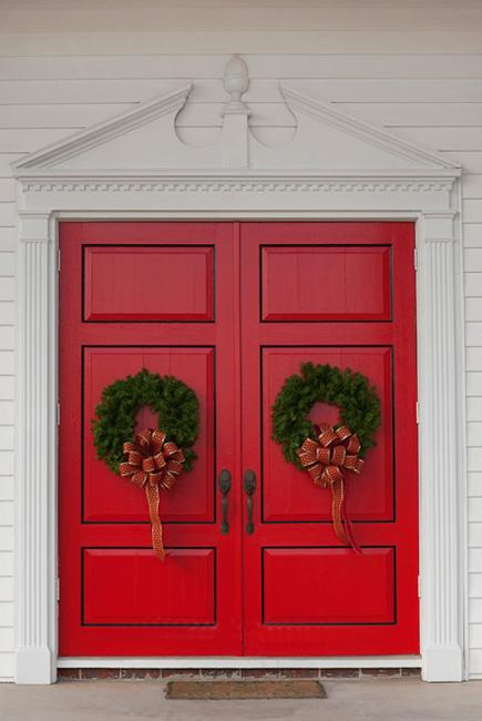 25 beautiful christmas wreaths and garlands winter door decoration ideas - Beautiful Christmas Door Decorations