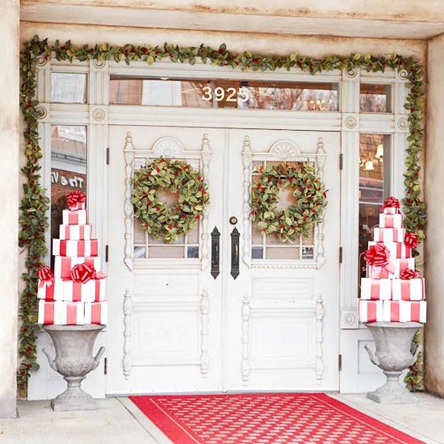 25 Beautiful Christmas Wreaths And Garlands Winter Door Decoration