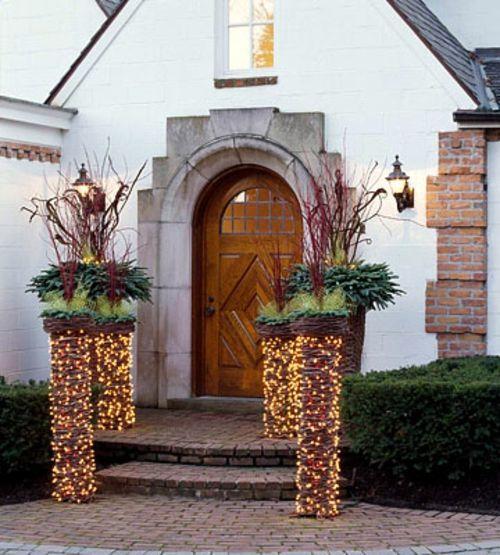 22 Bright Door Decoration Ideas Using Christmas Lights