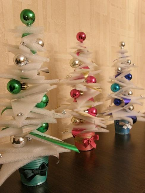 cleaver ways to reuse and recycle packaging materials for creative and eco friendly christmas decorations - Christmas Decorations On The Cheap