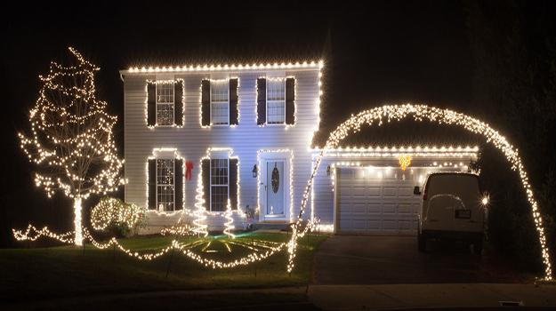 33 Dazzling Ideas For Winter Decorating With Christmas Lights