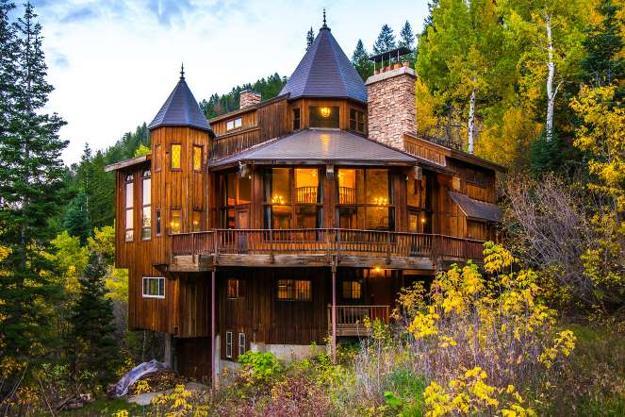 dream homes, castle like house exterior