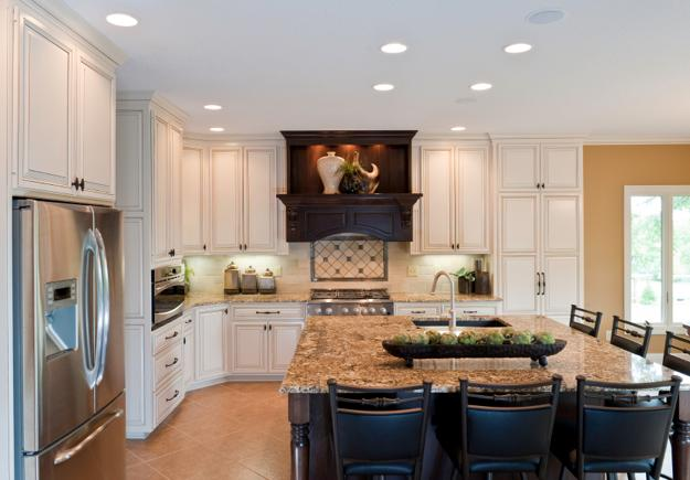 20 Beautiful Kitchens With White Cabinets And Modern Kitchen Islands