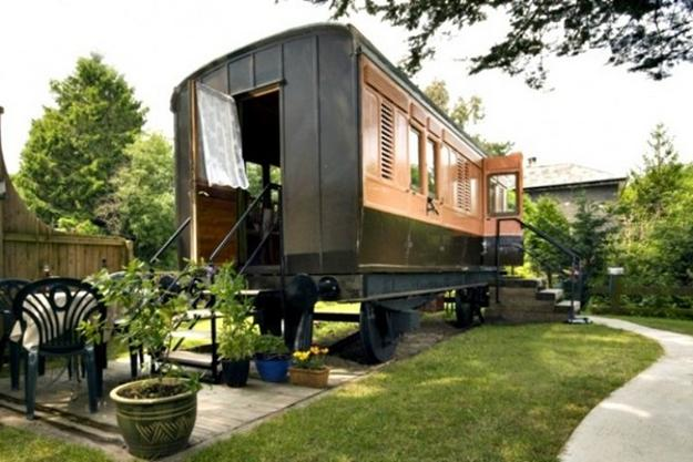 how to reuse and recycle old baggage cars for small homes and cottages