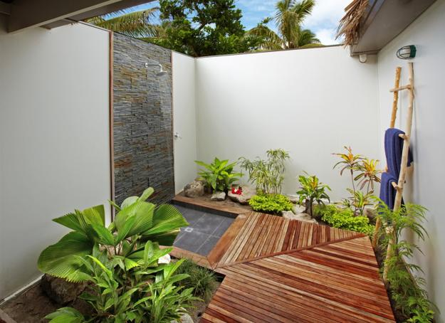 30 Outdoor Shower Design Ideas Showing Beautiful Tiled And Stone Walls