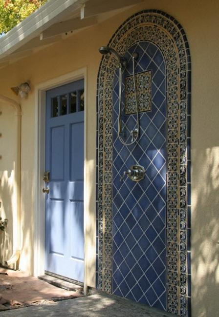 Tiled Outdoor Shower Design In Blue Color