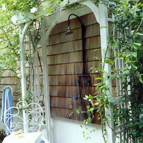 33 design ideas for wooden and metal outdoor shower enclosures for Garden enclosure ideas