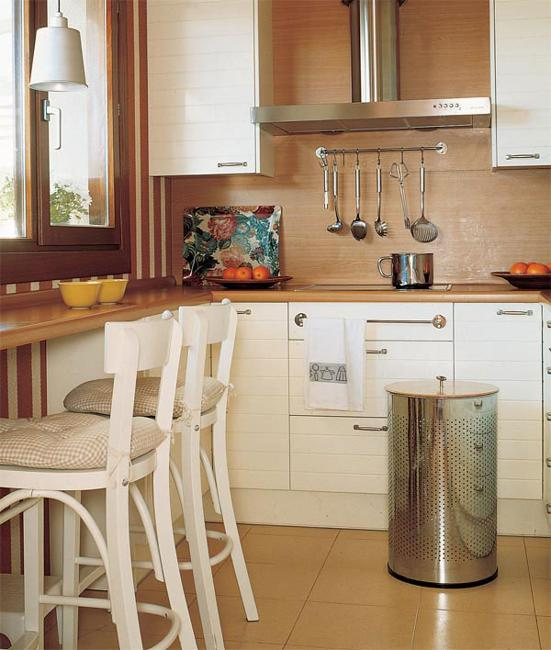 Decoration Of Small Kitchen: 25 Space Saving Small Kitchens And Color Design Ideas For