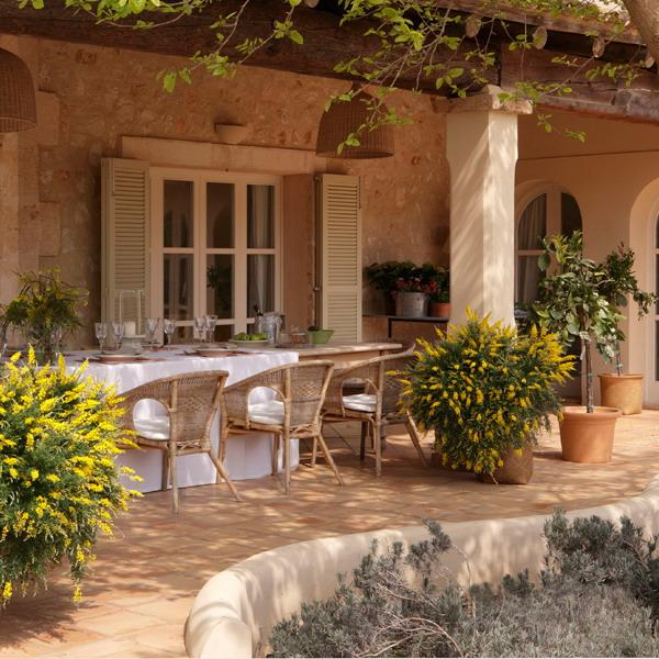 Home Design Ideas Outside: Classic Patio Ideas In Mediterranean Style
