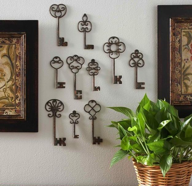 Recycling Metal Keys And Wooden Key Decorations For Modern Interiors