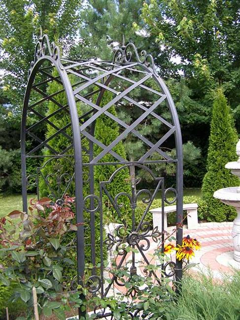 25 Unique Backyard Designs Wrought Iron Furniture And