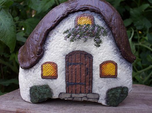 Rock painting ideas little houses for miniature garden design - Painting rocks for garden what kind of paint ...