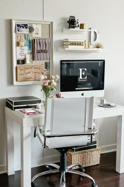 Small Desk With Shelves
