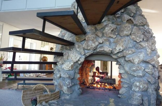 25 Two Sided Modern Fireplaces Working as Beautiful Room Dividers