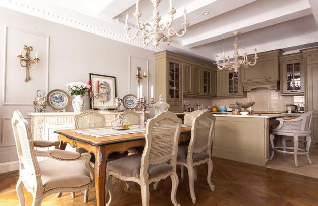 Dining Room Decorating And Kitchen Design In Classic Style
