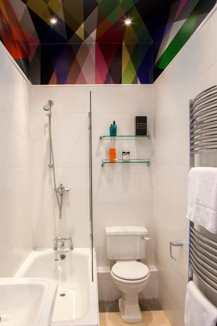 small bathroom remodeling ideas with colorful details